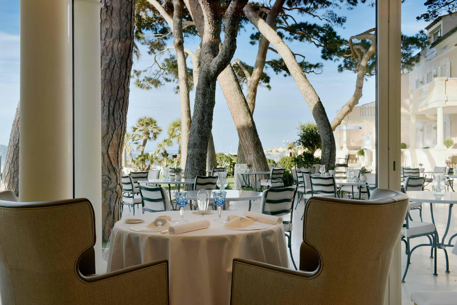 La Terrasse depuis La Vague d'Or, le restaurant gastronomique du Cheval Blanc Saint-Tropez © V. Mati