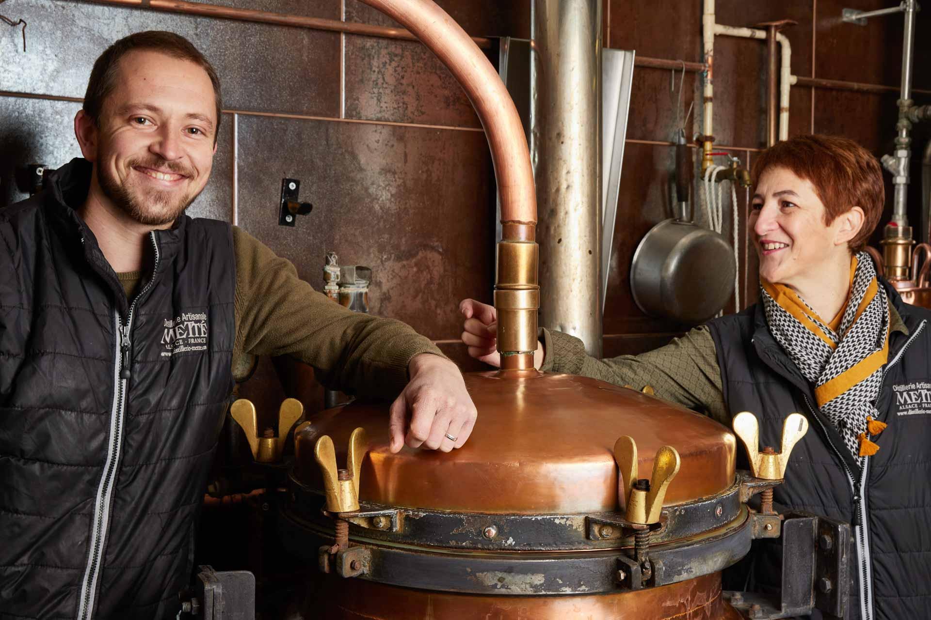 Philippe Traber, filleul du fondateur de la distillerie Jean-Paul Metté, et sa femme Nathalie © Distillerie Metté