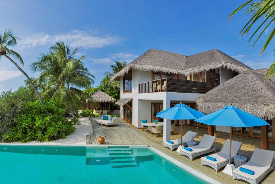 Les Villas sur la plages et leur grande piscine, idéales pour les familles © DR