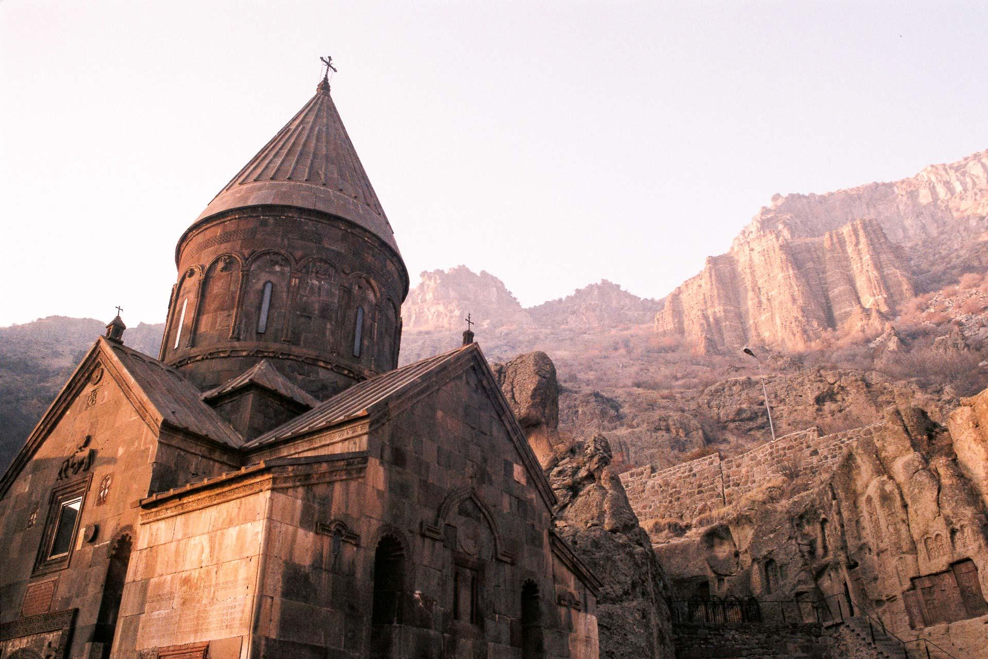 Le monastère de Geghard, près de Erevan. © Axel de Saint Martin.