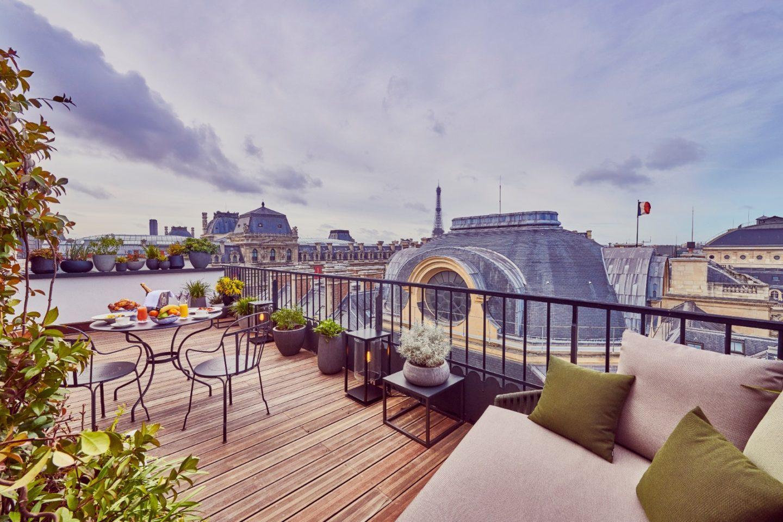 La vue sur le Louvre depuis l'hôtel © DR