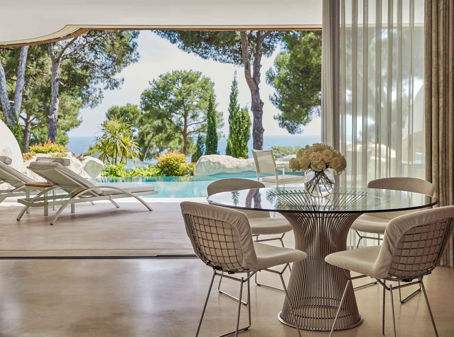 Une Pool Suite au Grand Hôtel du Cap-Ferrat, a Four Seasons Hotel ©Christian Horan