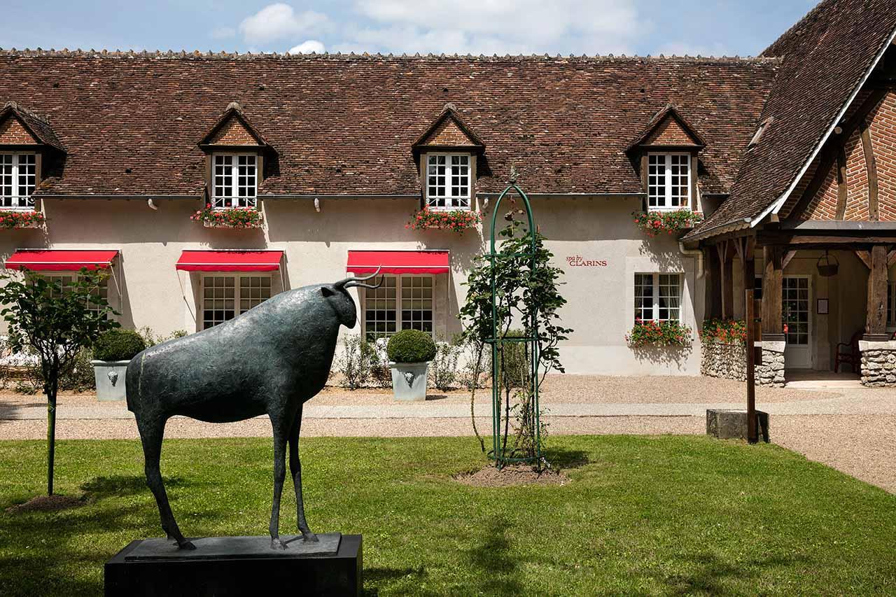Les sculptures du parc devant le spa Clarins © Fabrice Rambert
