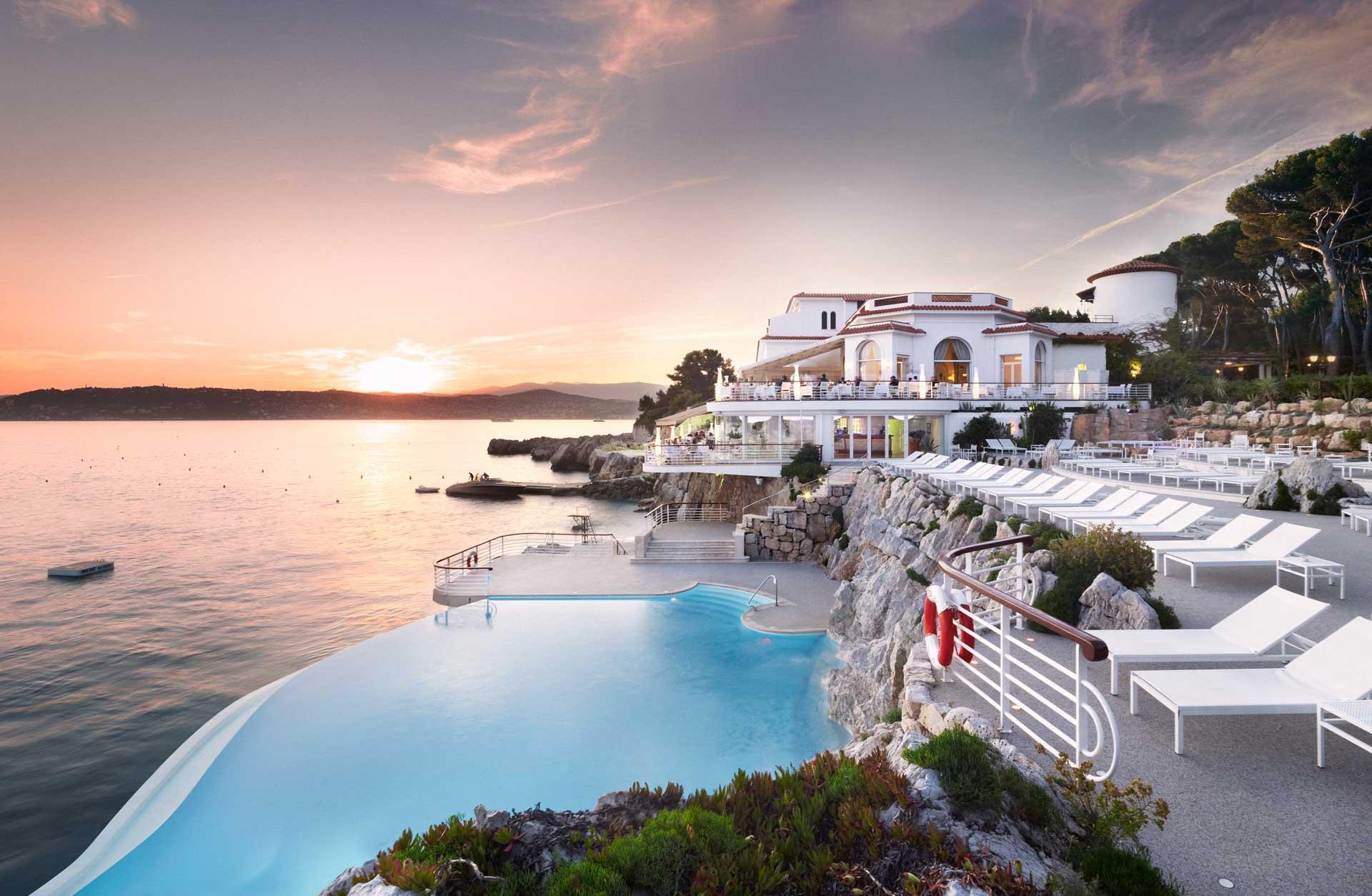 L'Hôtel du Cap-Eden-Roc au coucher de soleil ©DR