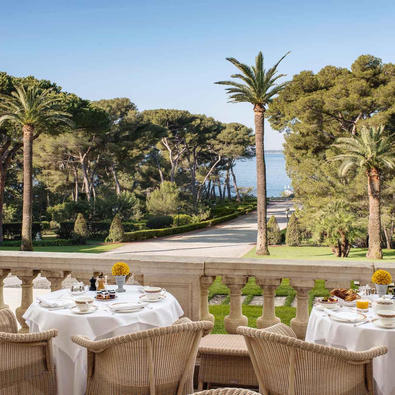 Petit-déjeuner sur la terrasse Bellini © Hotel du Cap Eden Roc