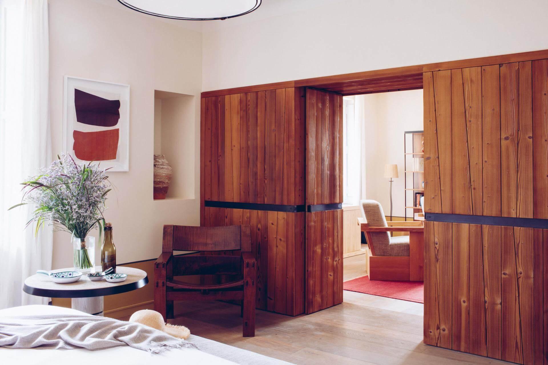 Minimalisme et chaleur conjugués dans les chambres © Hôtel Crillon le Brave