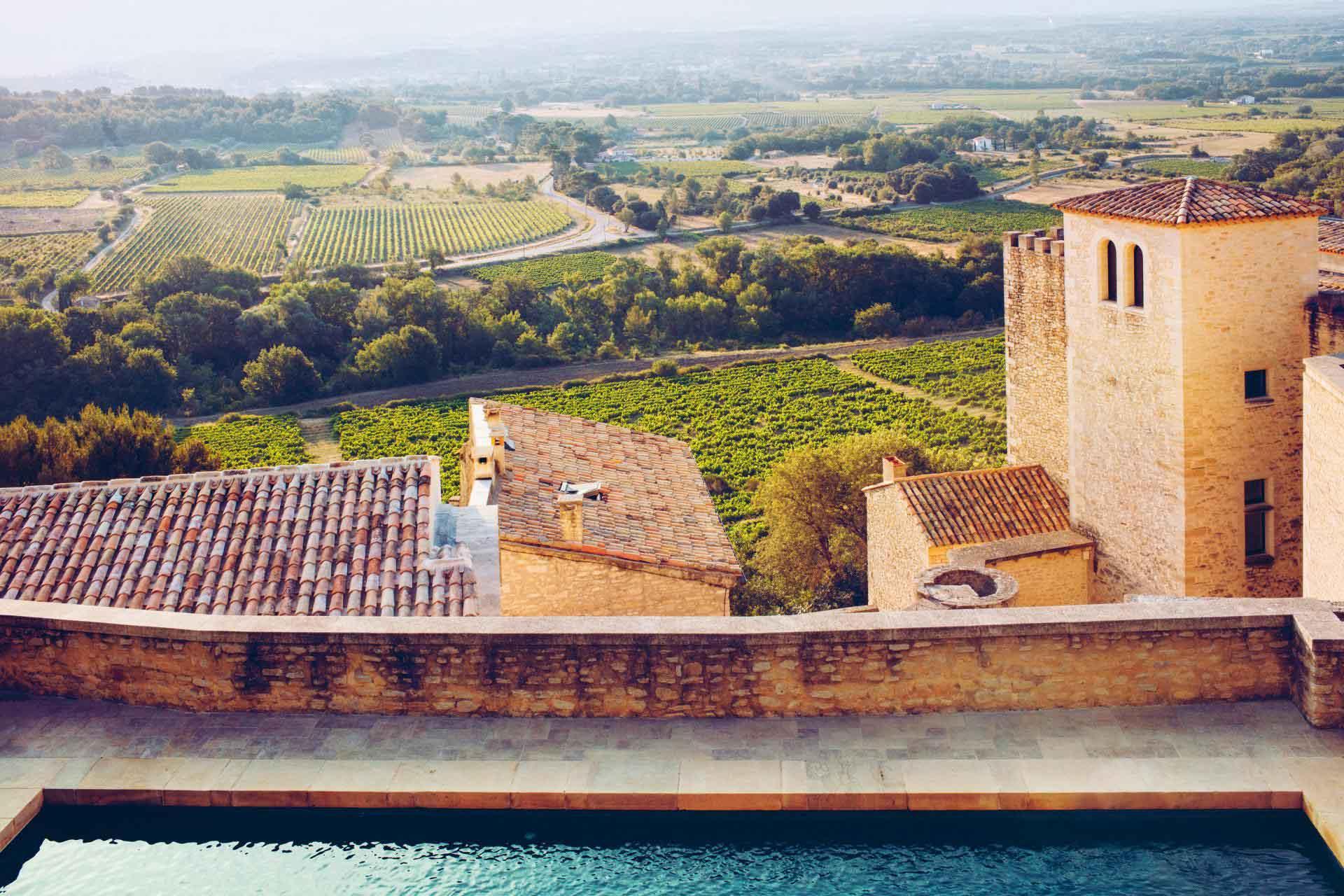 La vue imprenable sur les vignes depuis la piscine de l'hôtel Crillon le Brave © Crillon le Brave