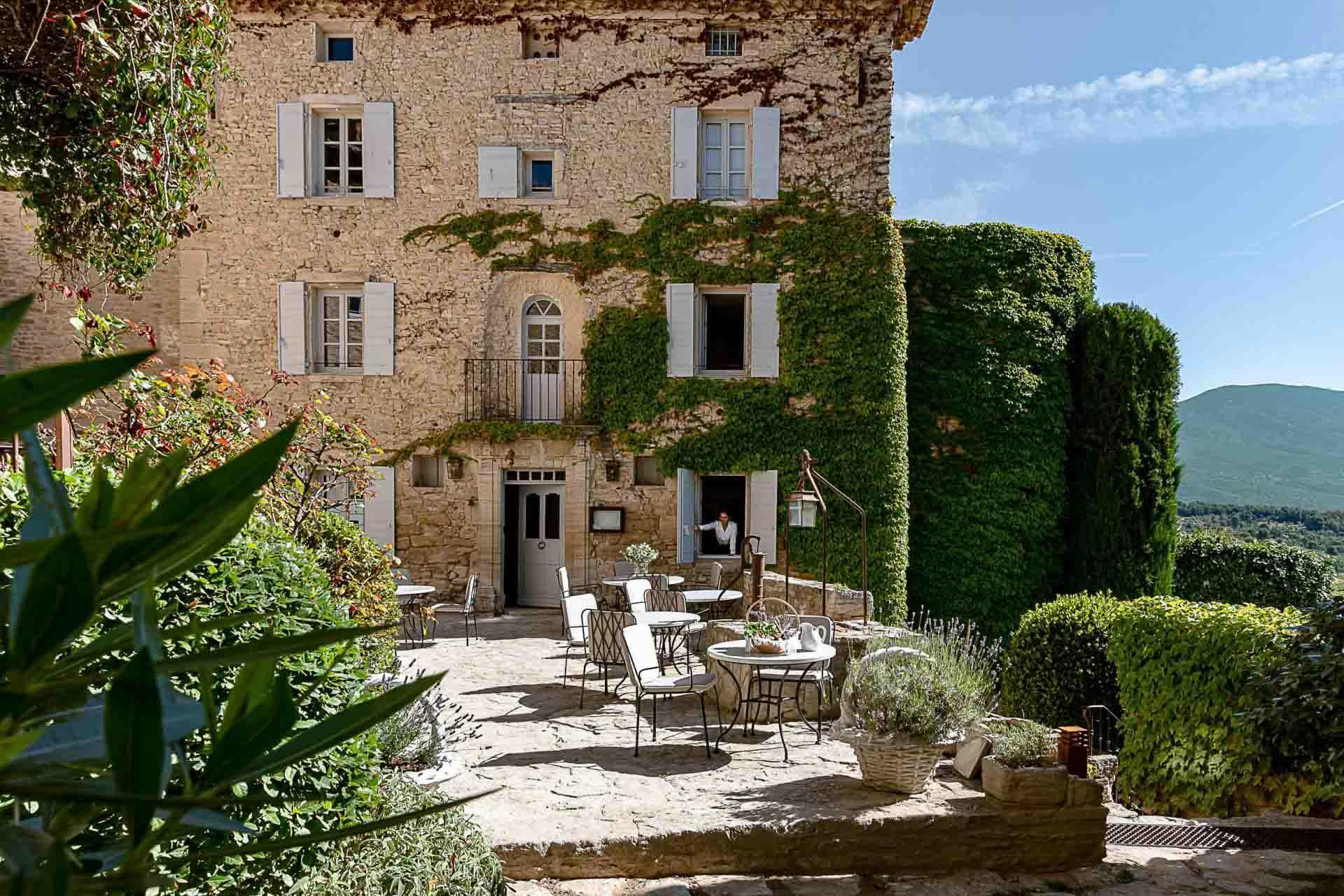 La terrasse du restaurant La Madeleine à l'hôtel Crillon Le Brave © DR