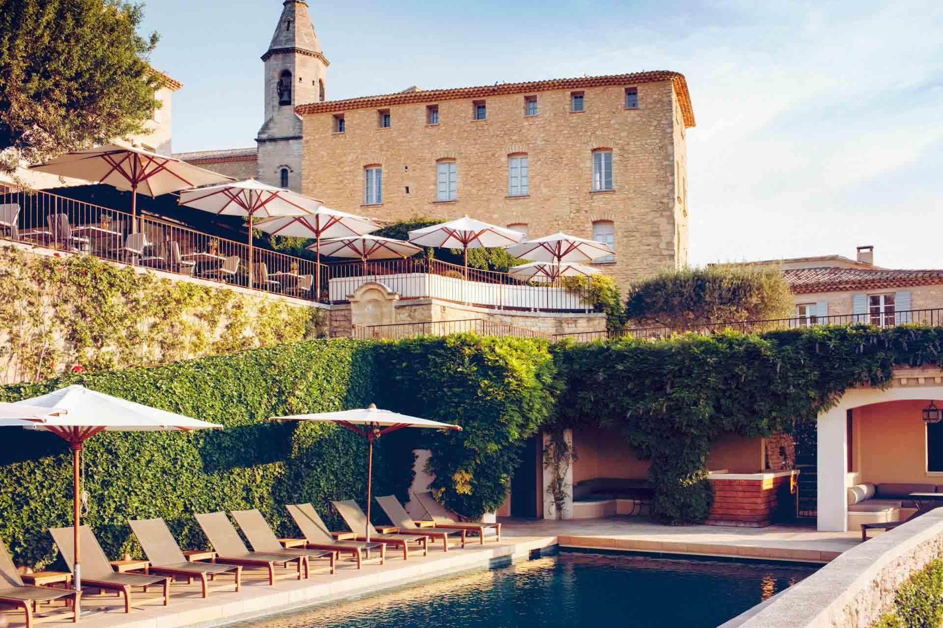 La piscine de l'hôtel Crillon Le Brave © Matthieu Salvaing