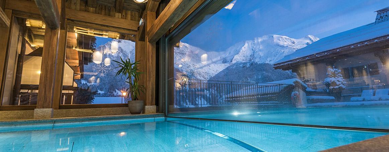 À l'Armancette, la piscine intérieure extérieur est chauffée à 37°C © Armancette