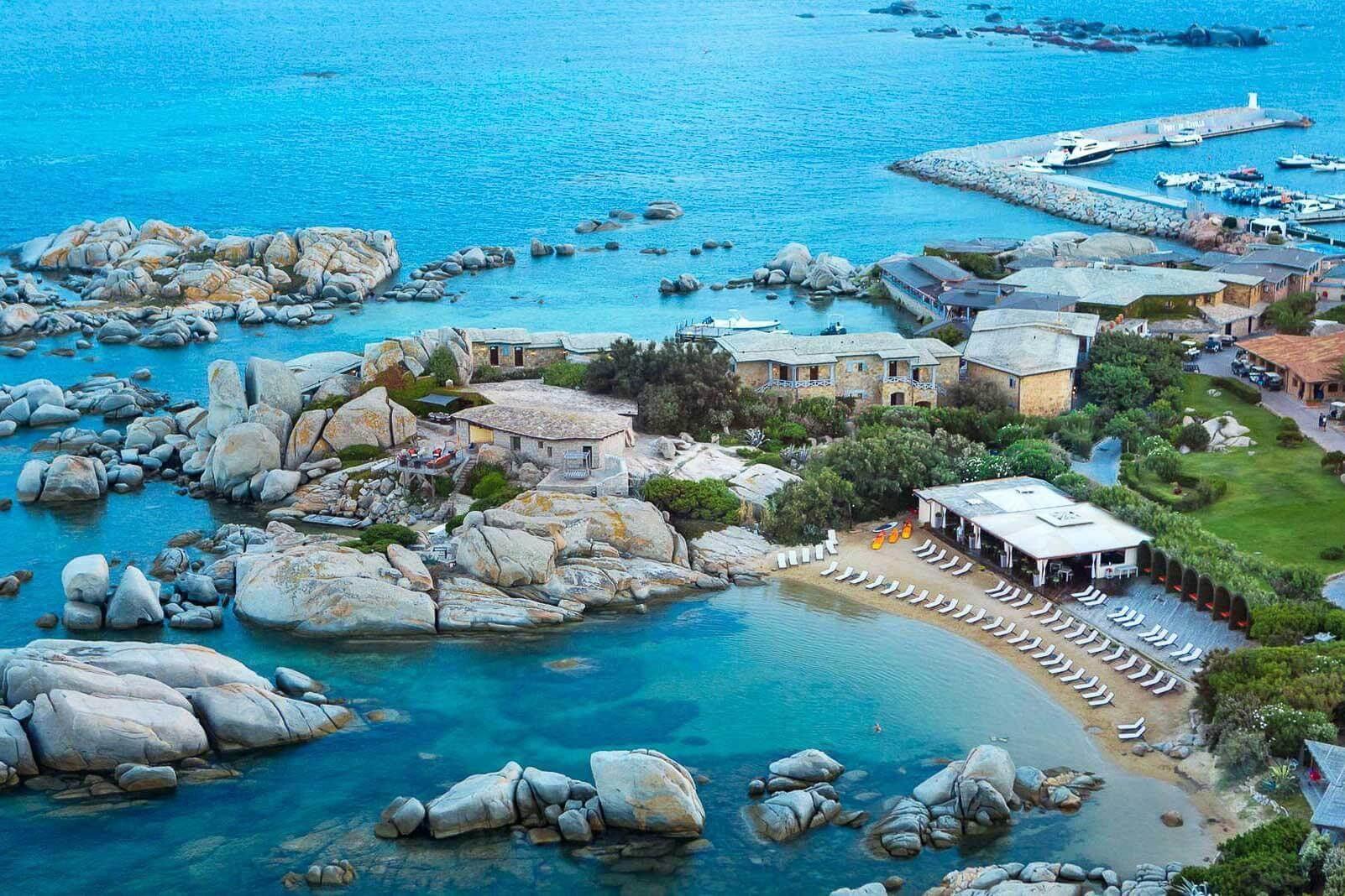 L'Hôtel & Spa des Pêcheurs, seul hôtel de l'île de Cavallo, sans doute la plus luxuriante de l'archipel de Lavezzi © MTC