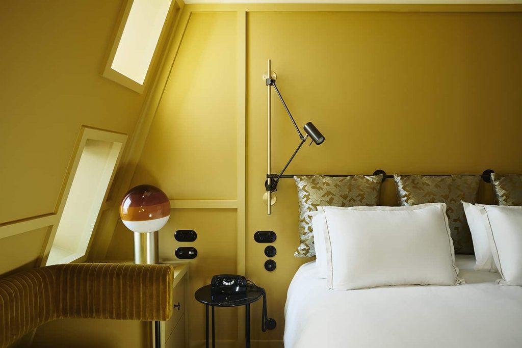 Une chambre jaune à l'hôtel Ballu © DR