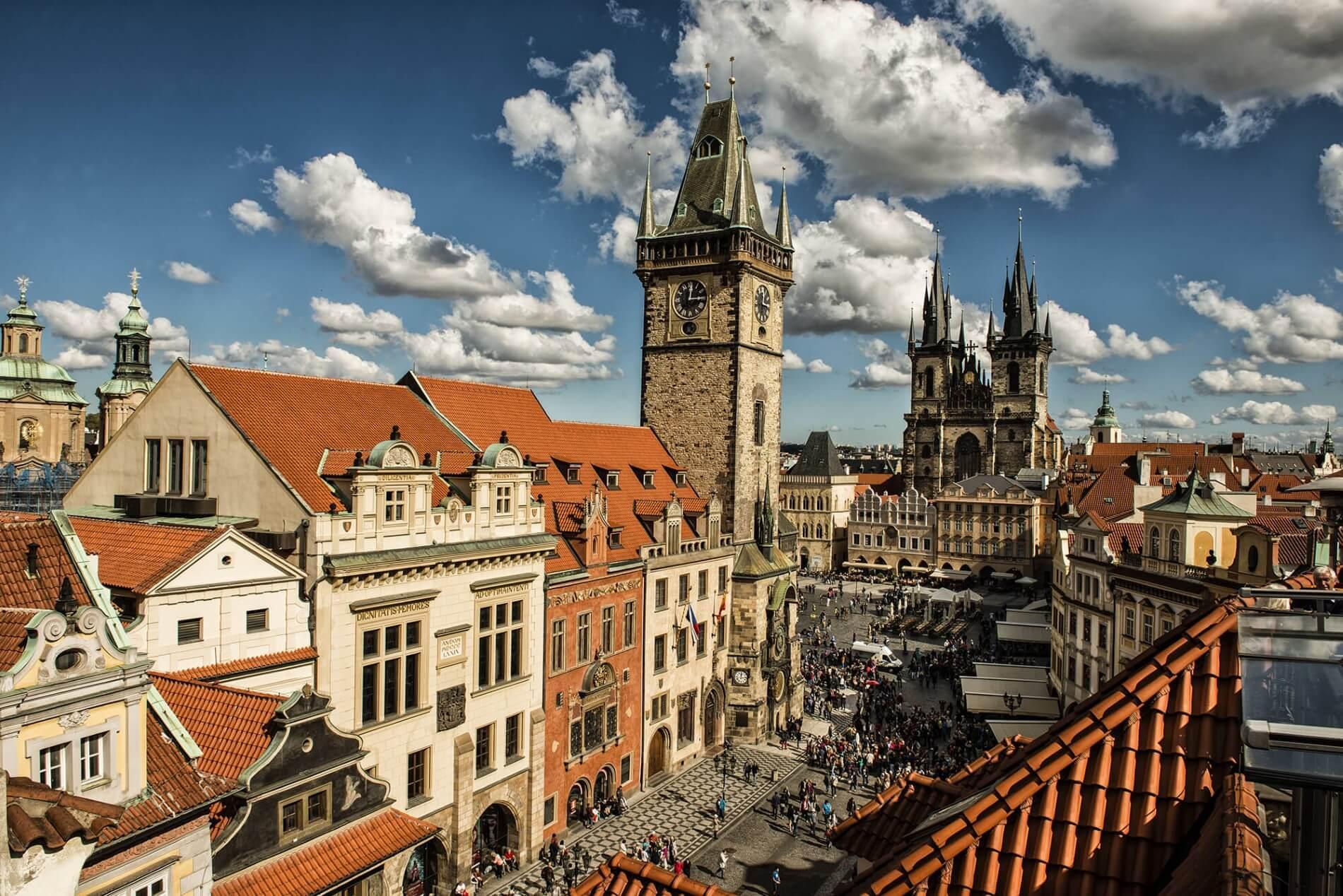 L'hôtel de ville et la place principale de la Vieille-Ville © Prague City Tourisma