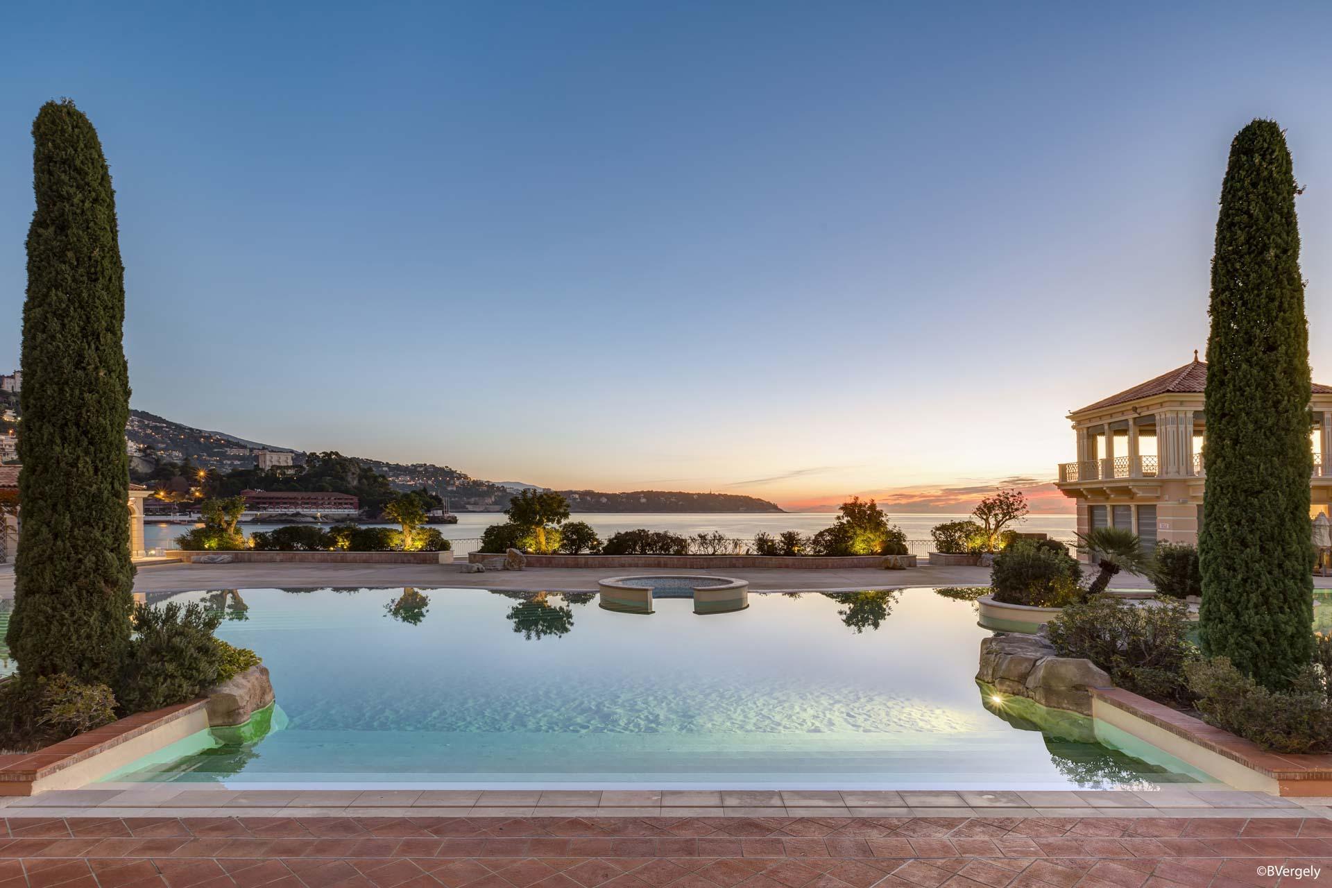 La piscine lagon du Monte Carlo Bay © B. Vergely
