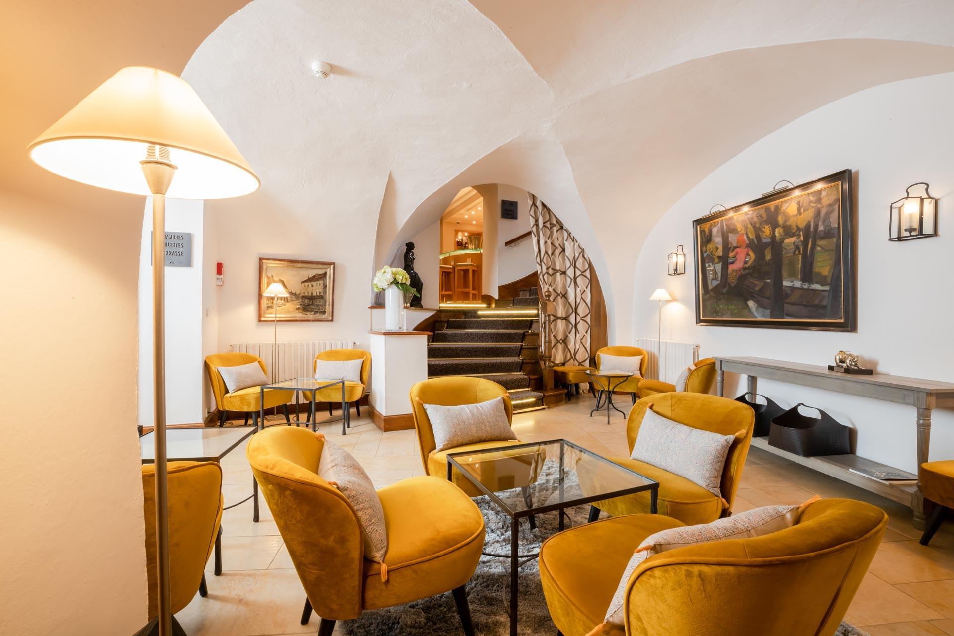 Maison Lameloise — lobby © Flore Deronzier