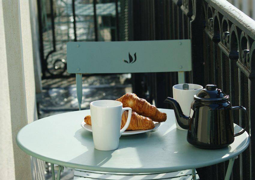 Prendre son petit déjeuner haussmannien sur le balcon filant © DR