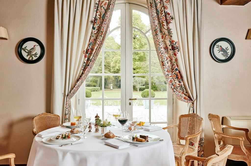La salle du restaurant, deux étoiles au Guide Michelin © Fabrice Rambert
