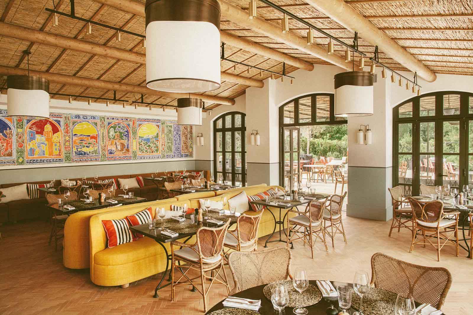 Le restaurant du Lou Pinet rend hommage à l'ébullition artistique en Provence au début du siècle © Matthieu Salvaing