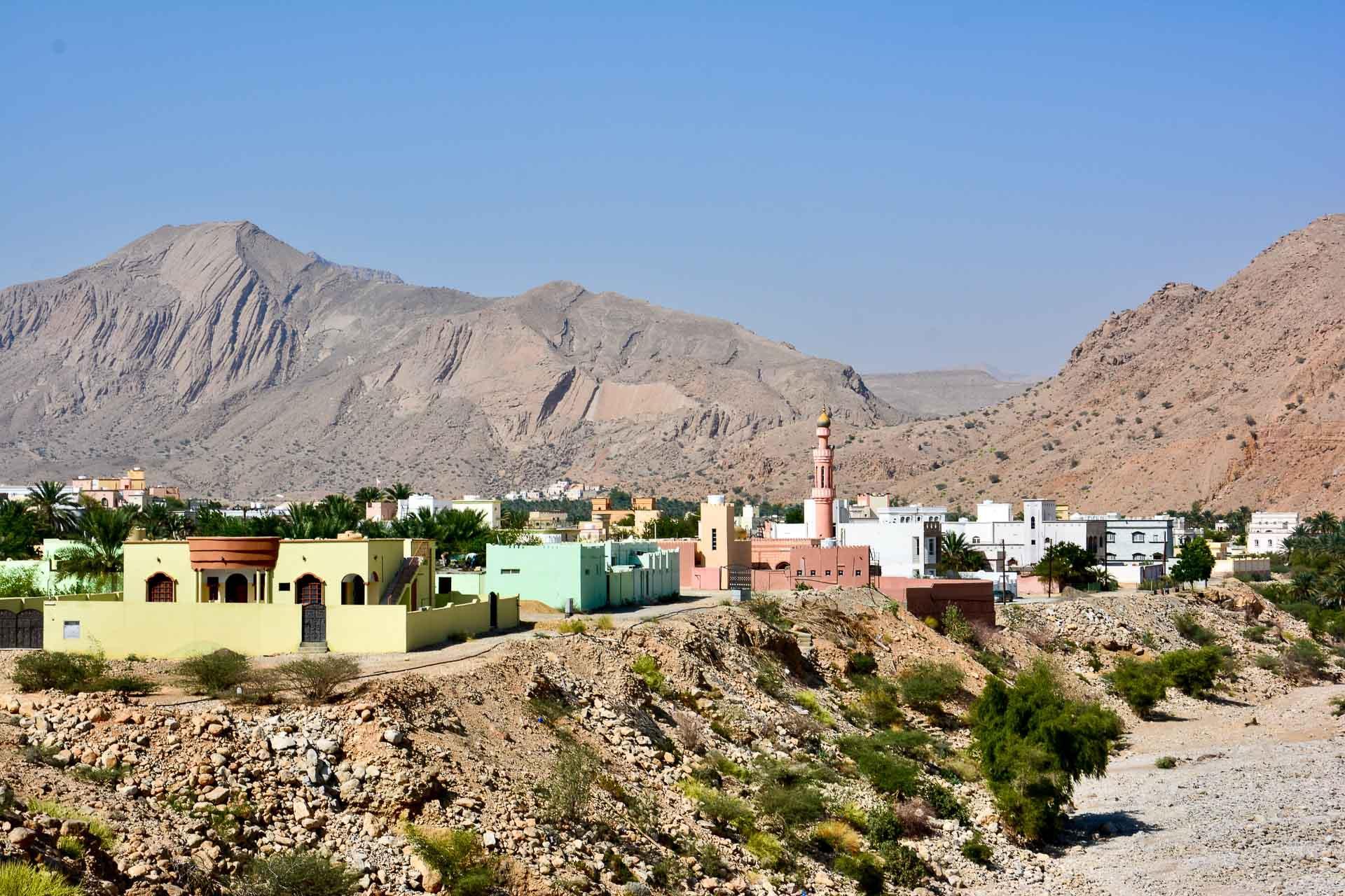 Les villages colorés sur les routes d'Oman. © Emmanuel Laveran.