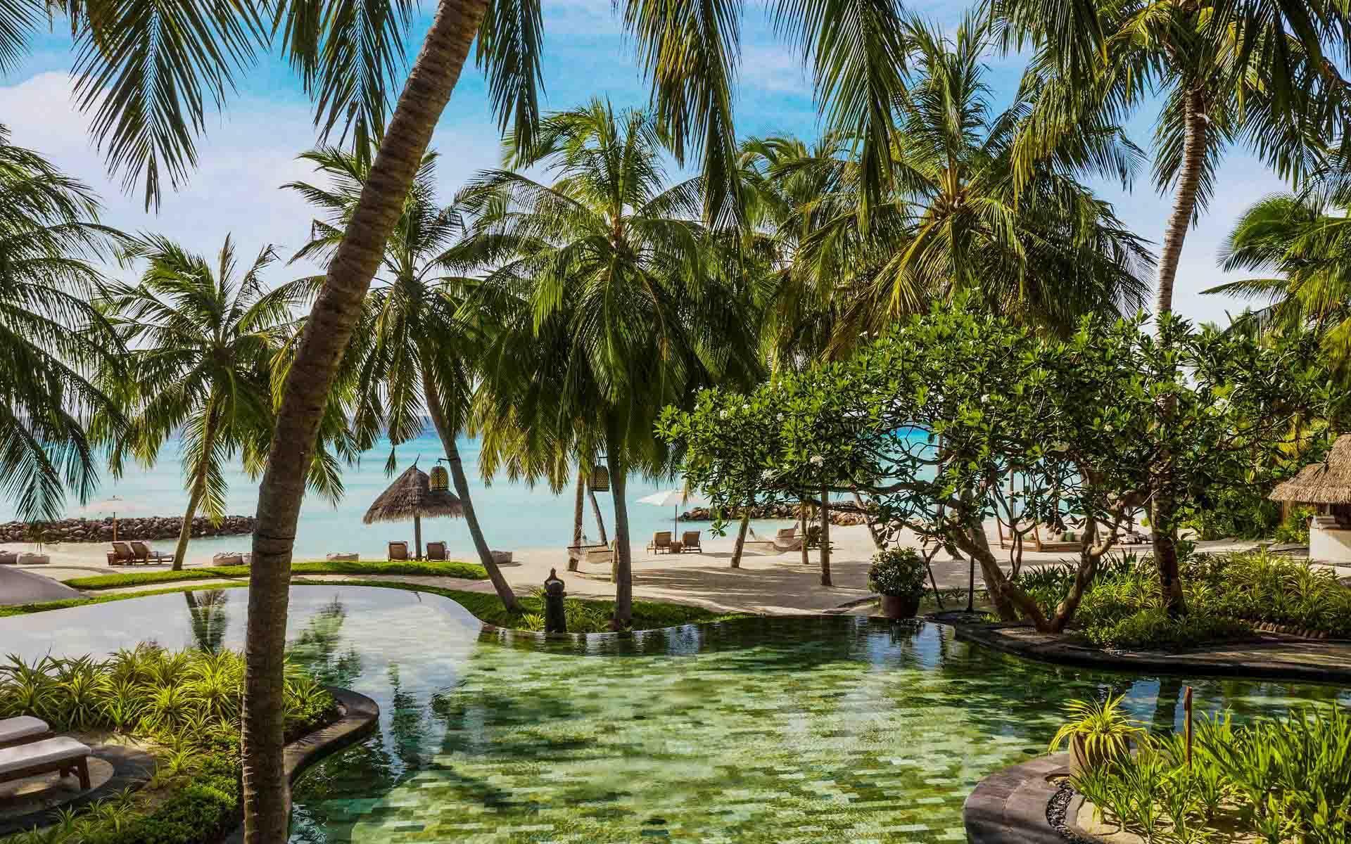 La piscine lagon du One&Only Reethi Rah © DR