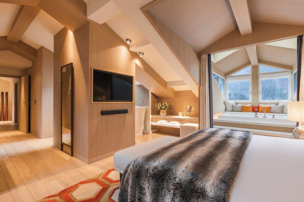 Les vastes chambres sont tout confort et bardées de bois clair © Hôtel Mont-Blanc Chamonix