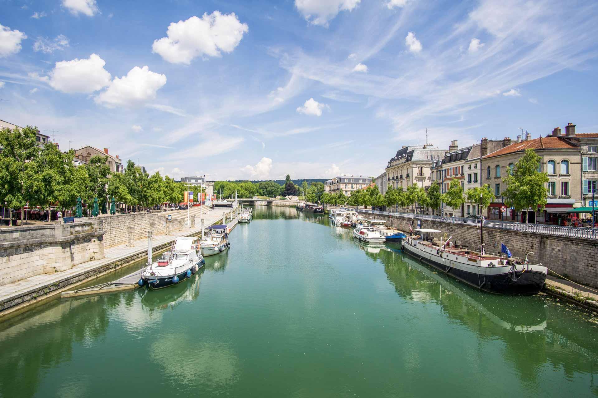 Les quais de Meuse à Verdun © Ekim — AdobeStock