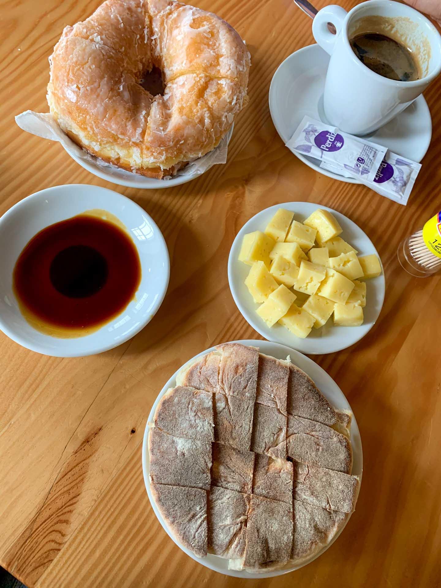 Petit déjeuner typique chez Queijo Vaquinha © YONDER.fr/PG