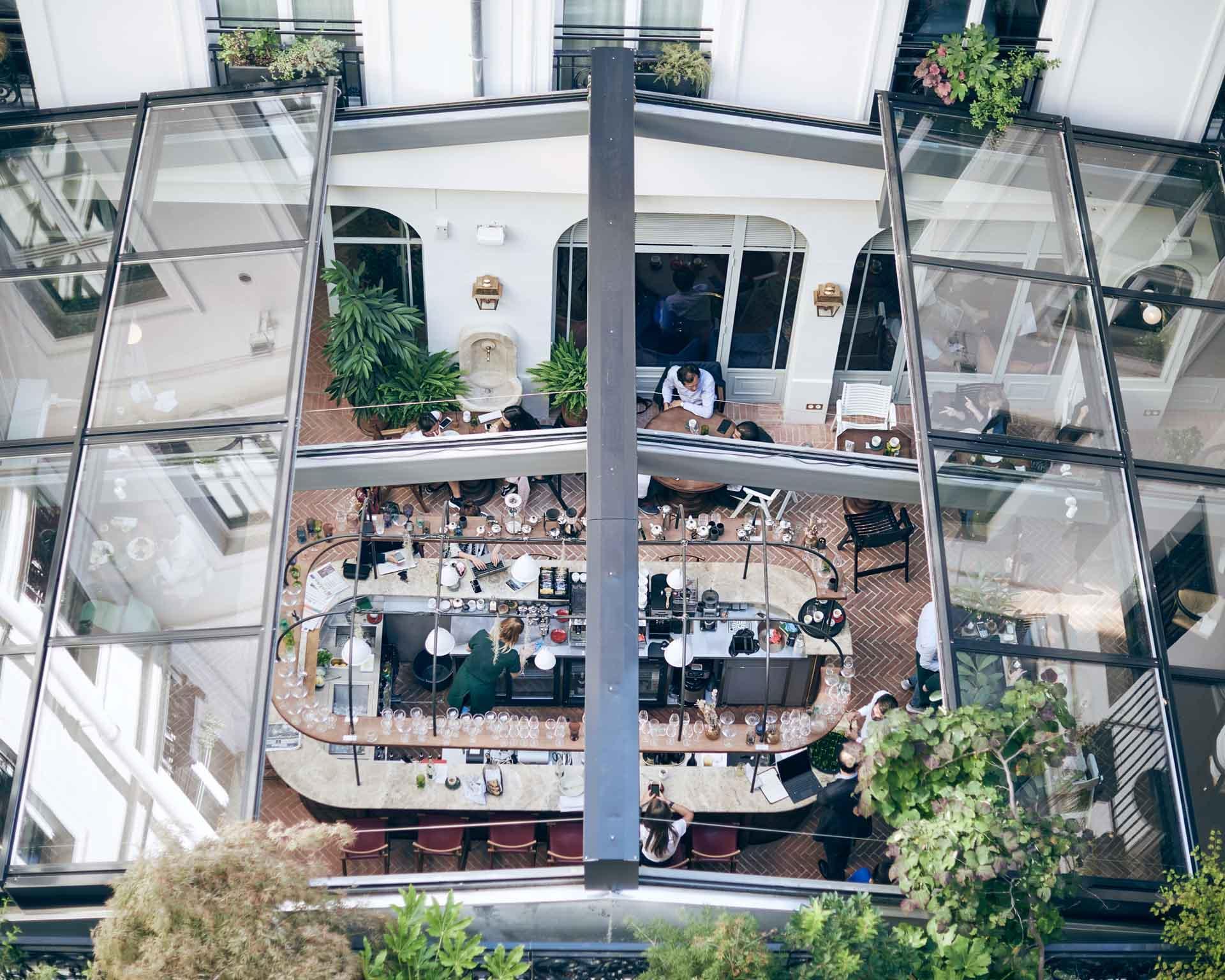 La verrière de l'Hôtel des Grands Boulevards avec le restaurant et le bar © Experimental Group