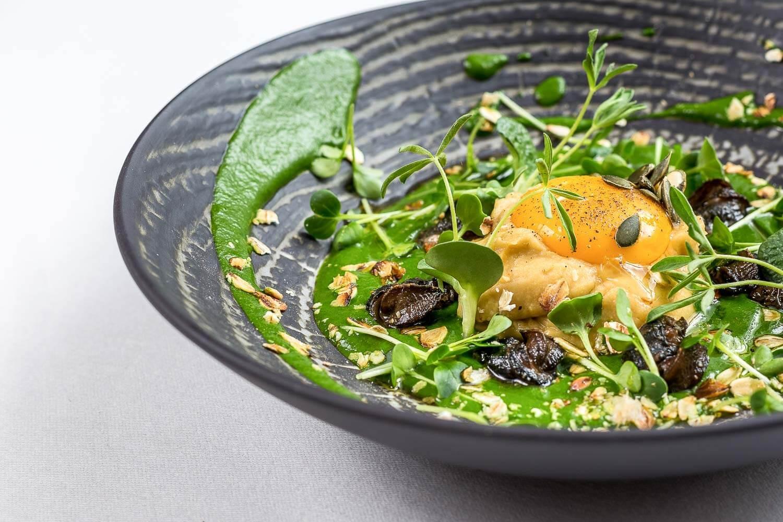 L'entrée du menu La Rosita : escargots, coulis d'épinard, célerie rave, raifort, jaune d'oeuf et huile d'ail © La Rosita