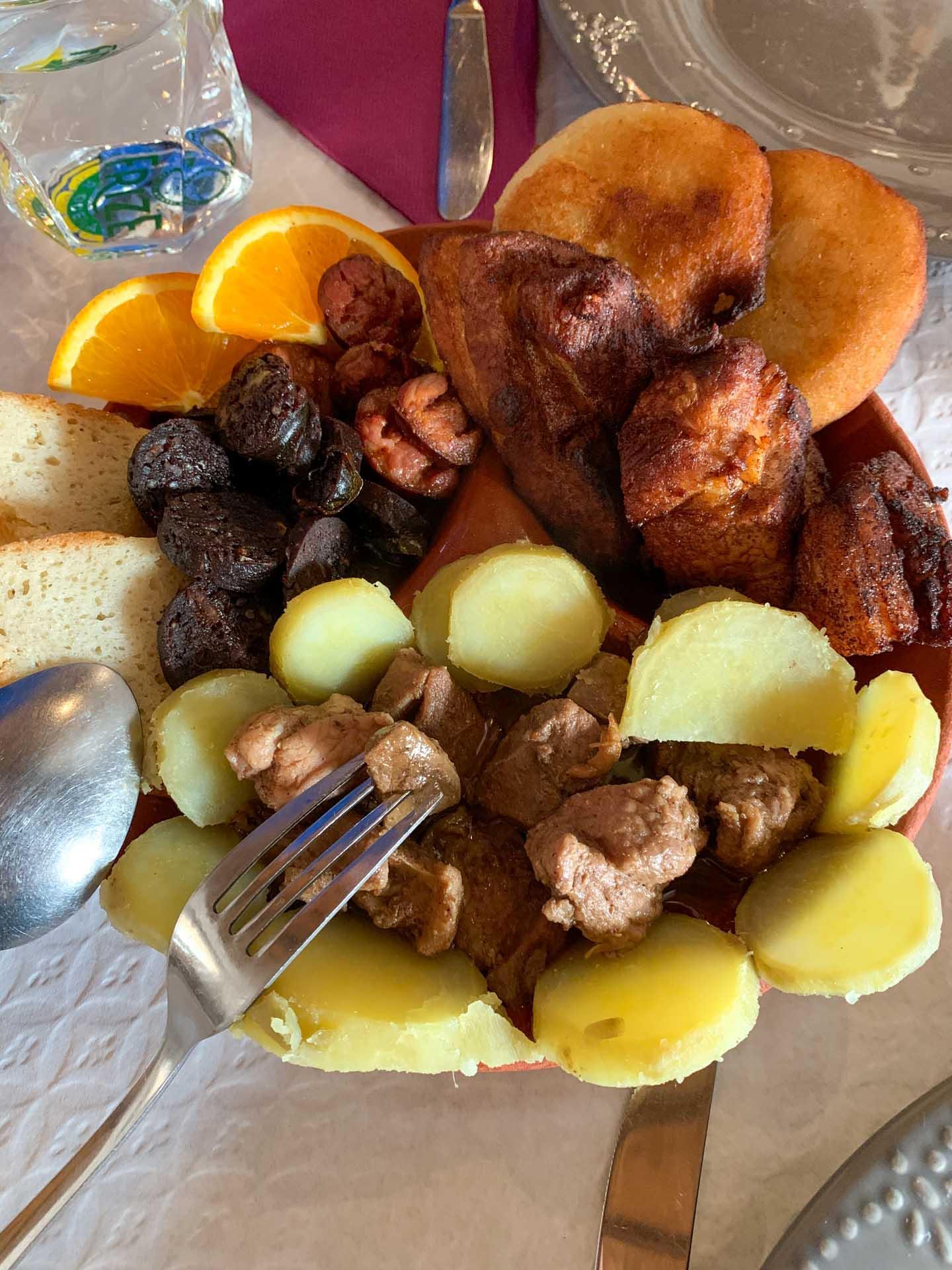 Les spécialités de l'île de Terceira en une assiette chez Ti Choa © YONDER.fr/PG