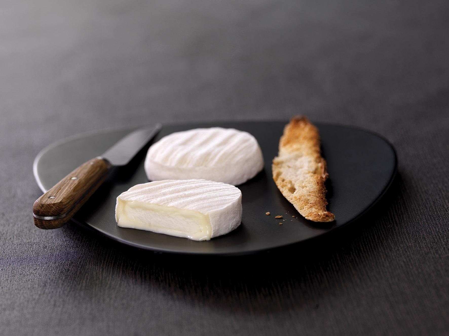 Le Rocamadour AOP, star des fromages locaux © F. Moneger