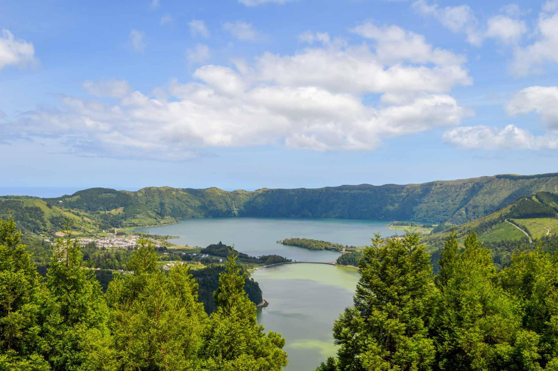 Le lac bleu et le lac vert depuis le Miradouro da Vista do Rei © YONDER.fr/PG
