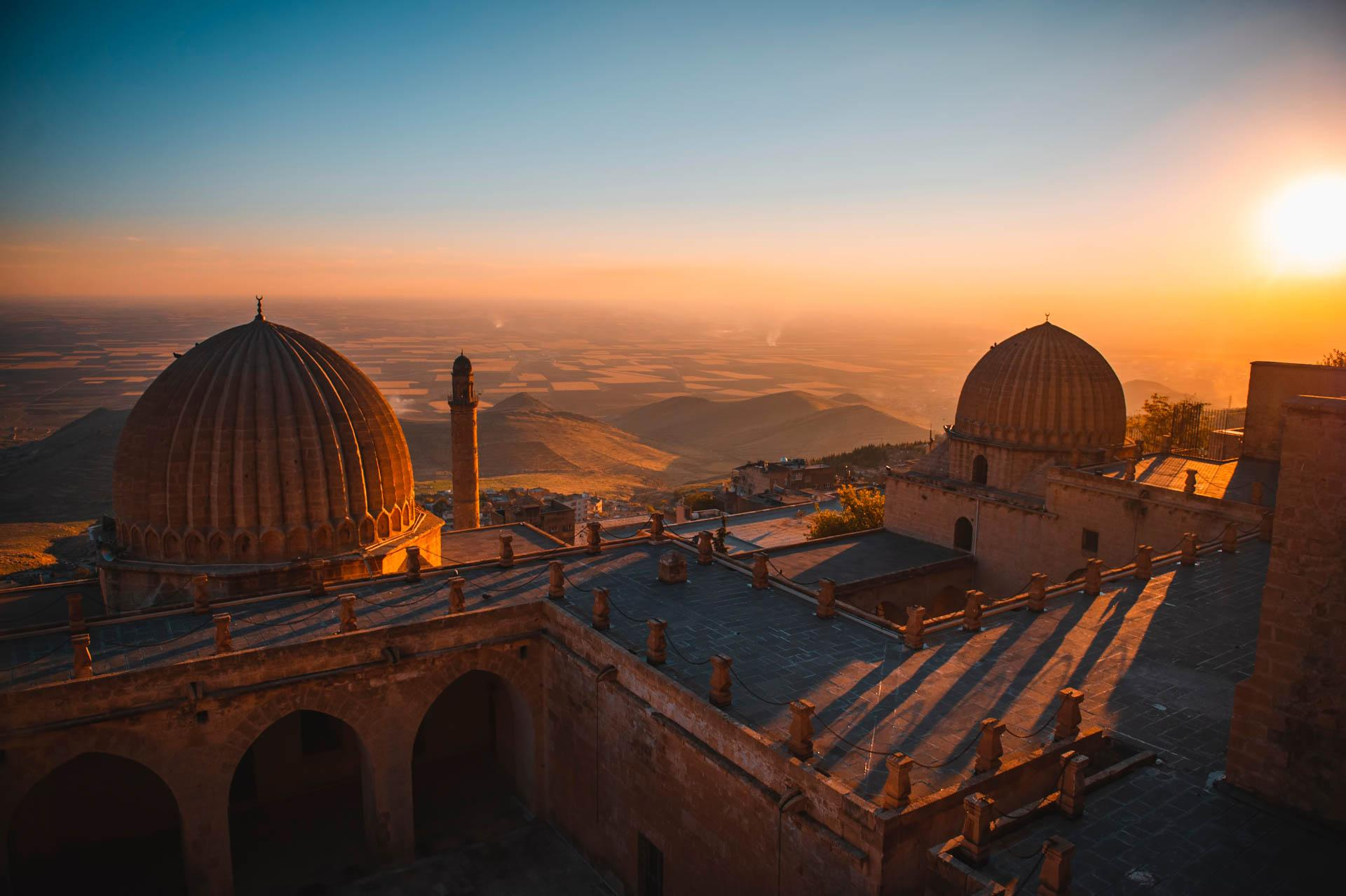 Les dômes de la Zinciriye Medresesi de Mardin où les arabes enseignaient l'astronomie à partir du XIVe siècle © shutterstock