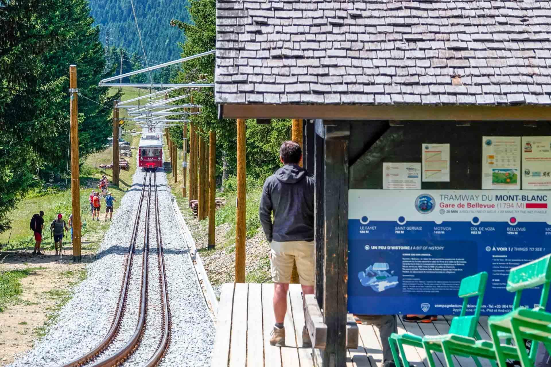 La locomotive Jeanne arrive à la gare de Bellevue © Boris Molinier