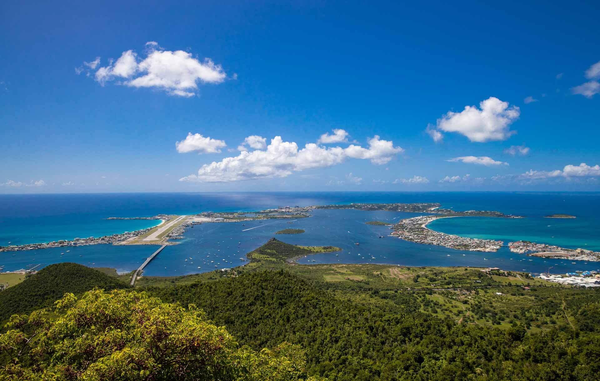 Depuis les sommets de l'île, la vue sur la lagune est imprenable © Donovane Tremor