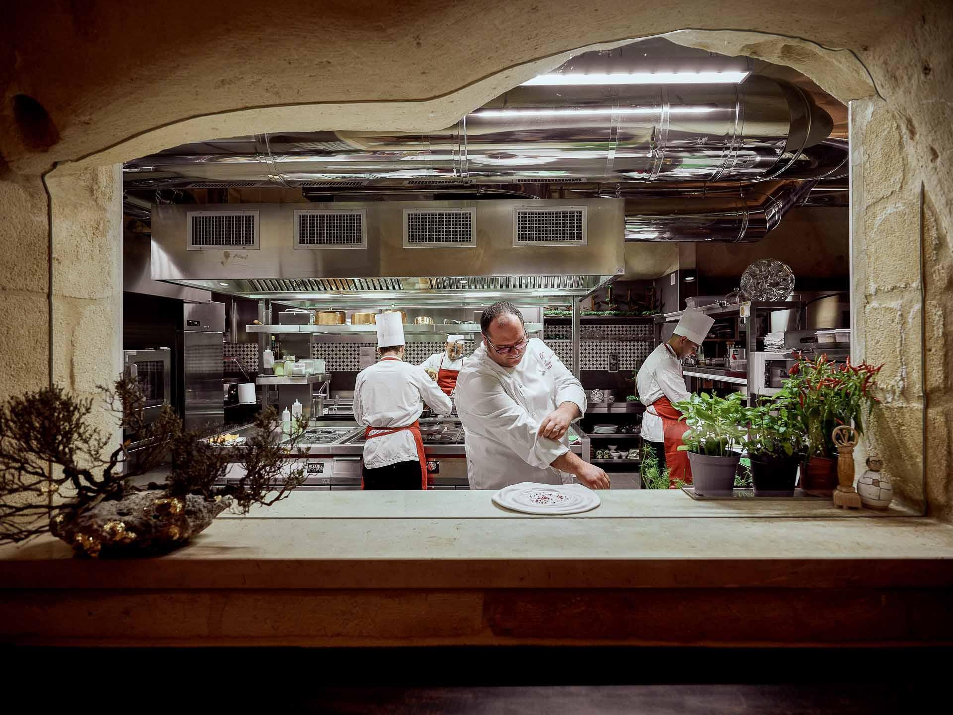 Vitantonio Lombardo dans ses cuisines © Marco Varoli