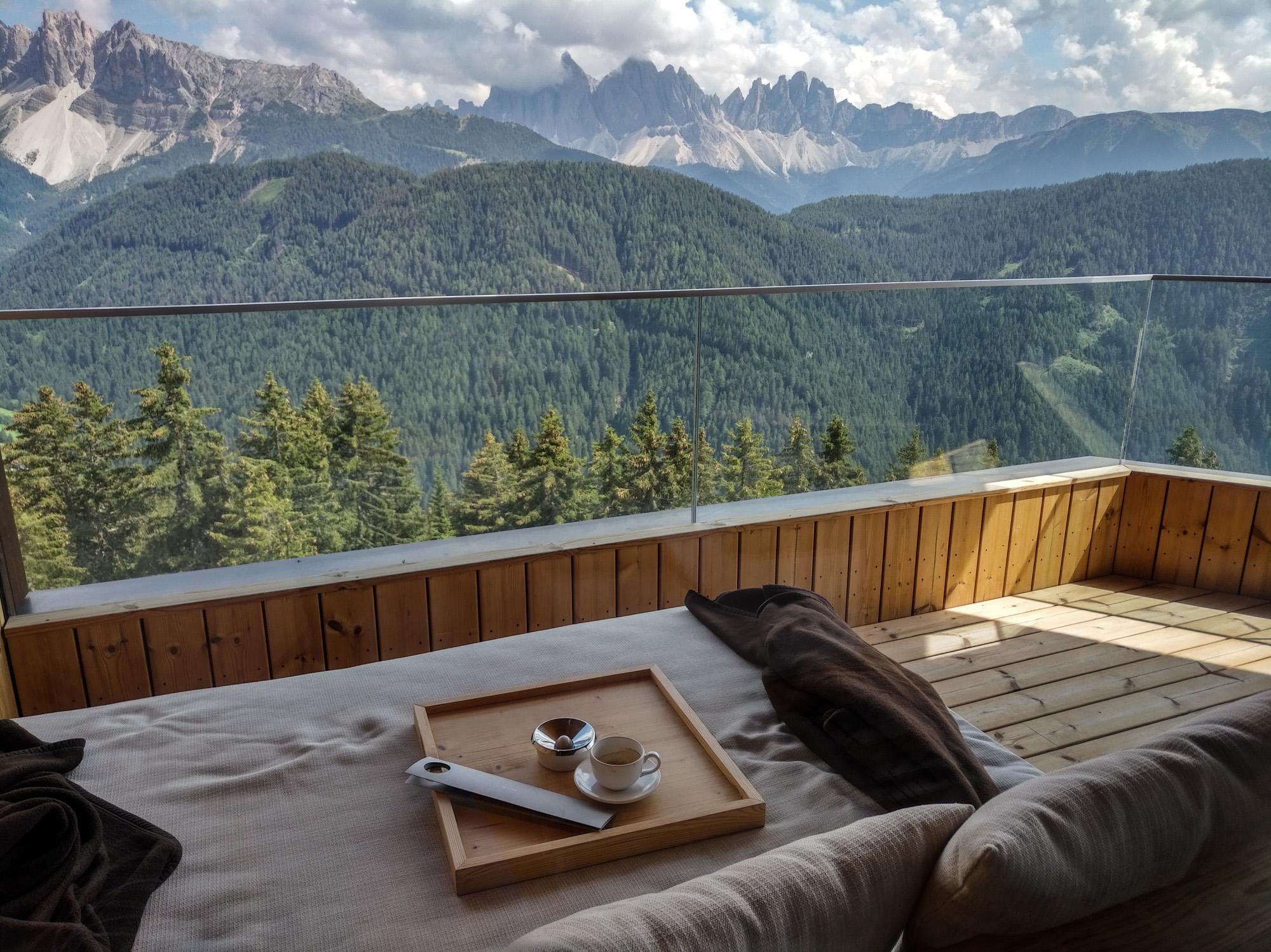 Café sur le balcon d'une des Tower Suites.