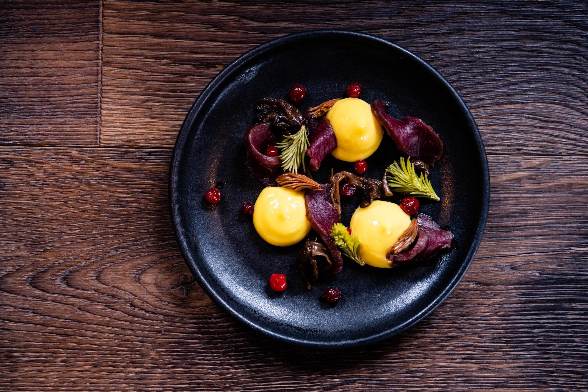 Un plat du restaurant gastronomique signé par le chef Ragnar Martinsson © Mattias Fredriksson