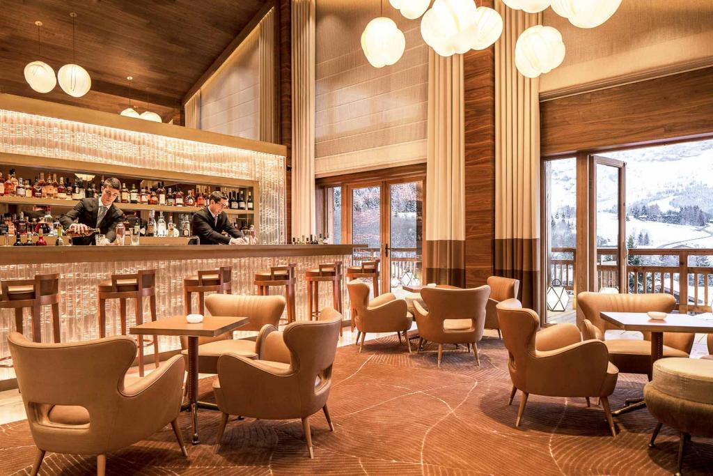 Le bar Edmond au Four Seasons Megève. © Four Seasons.