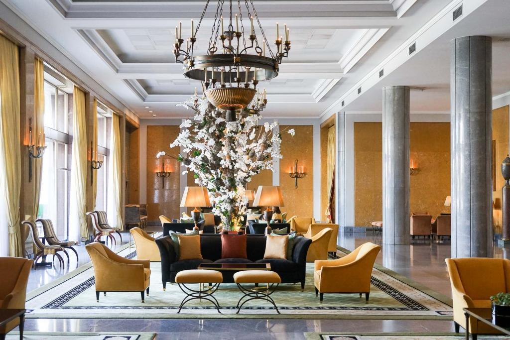 La salle chic du Varanda au Ritz Four Seasons, Lisbonne.