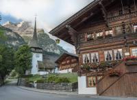 Gstaad, authentique village alpin, au-delà des clichés