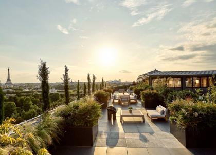 Le Meurice : à l'intérieur de l'incroyable Suite Belle Étoile, sur les toits de Paris