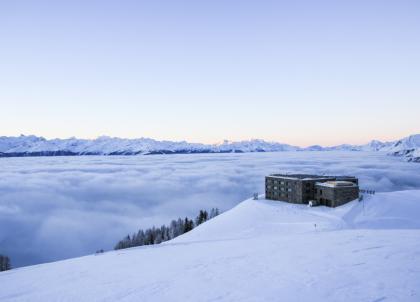 À Crans-Montana, Chetzeron, refuge design perché à 2 112 mètres d'altitude