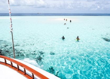 Maldives : le luxe se vit pieds nus au Constance Moofushi