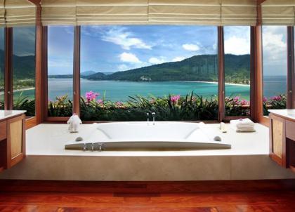 30 salles de bains d'hôtels aux vues à couper le souffle