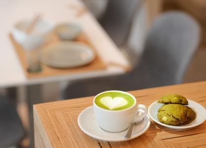 Matcha, café, miel : trois nouvelles adresses gourmandes dans le Marais