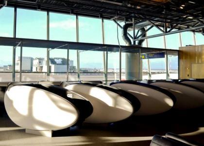 """L'aéroport d'Helsinki innove dans l'art de la sieste avec ses capsules """"Gosleep"""""""