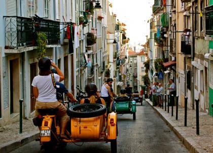 Découvrir Lisbonne en sidecar avec un pro de la photo, c'est possible