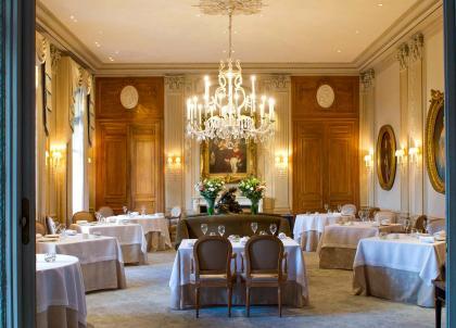 Le Domaine Les Crayères et cinq grandes maisons de champagne s'allient pour Octobre Rose