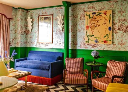 Paris : à l'Hôtel Les Deux Gares, un décor digne de Wes Anderson
